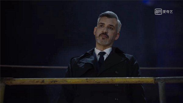 Lionel Roudaut dans le rôle d'Igor dans la série Chosen saison 2